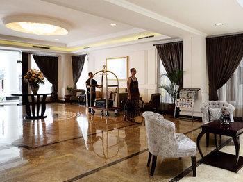 Amarelo Hotel, Solo