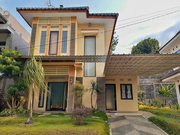 Villa 3 BR Edelweis Batu, Malang