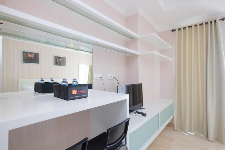 Homey and Comfy Studio Room at Menteng Park Apartment By Travelio, Central Jakarta
