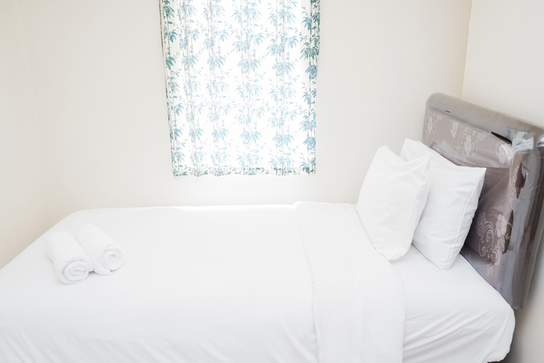Modern Comfy 2BR at Pluit Sea View Apartment By Travelio, North Jakarta