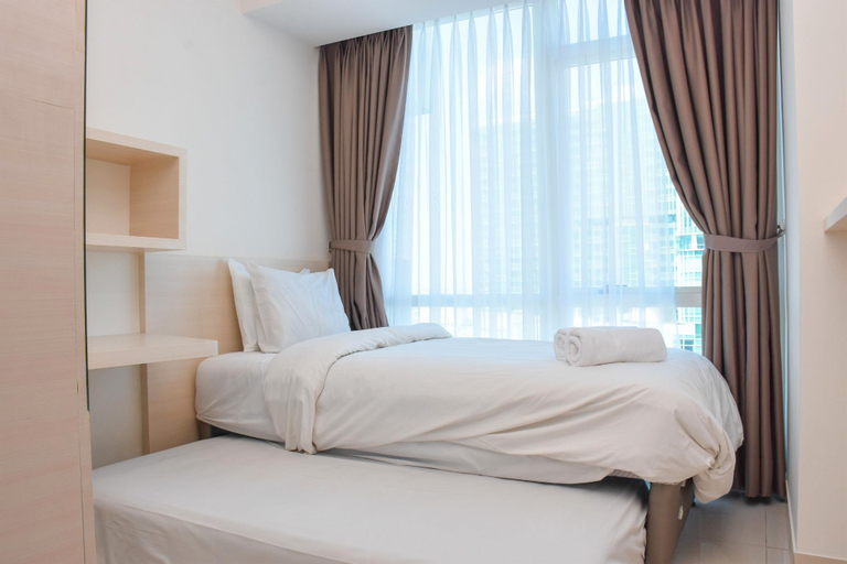 Modern and Comfortable 2BR at The Kensington Royal Suites Apartment By Travelio, North Jakarta