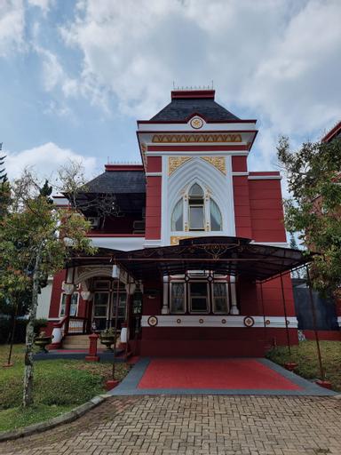 Villa Kota Bunga CC2-24 with Swimming and Jacuzzi Pool Puncak by Nimmala, Bogor