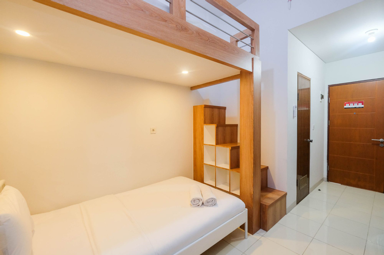 Comfort Studio Room with Bunk Bed at Dave Apartment By Travelio, Depok