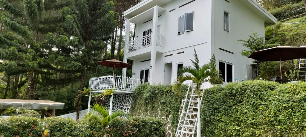 Villa Ry Puncak 4BR with Private Pool, Bogor