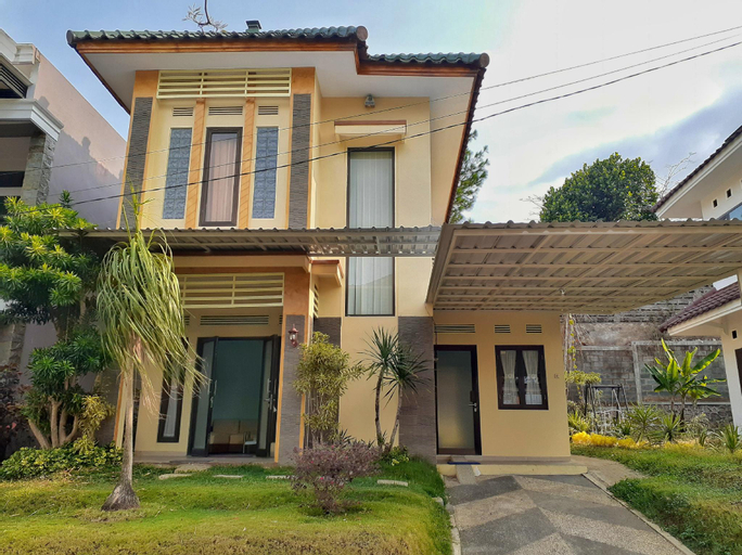 Villa Edelweis 3 kamar No. 7 dekat Museum Angkut, Malang