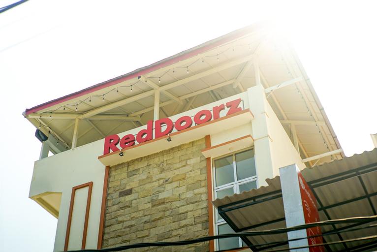 RedDoorz Plus near Malang Airport, Malang