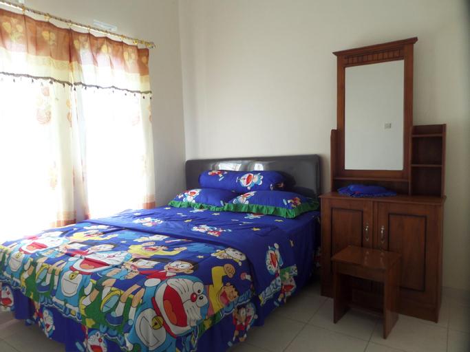 Family 3 Bedrooms 6 Pax near BNS, Malang