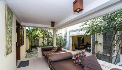 3 bedroom villa river side Legian, Badung