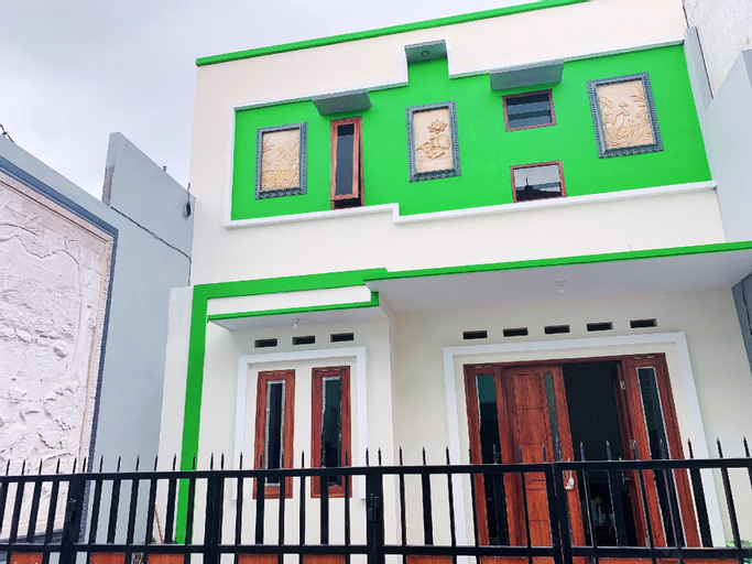 Kylera Family Homestay - 2 Bedroom, Malang