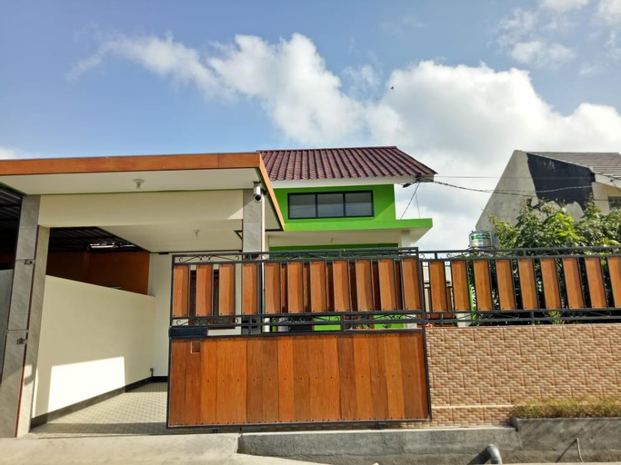 Private family house with outside Area/wifi, Lombok