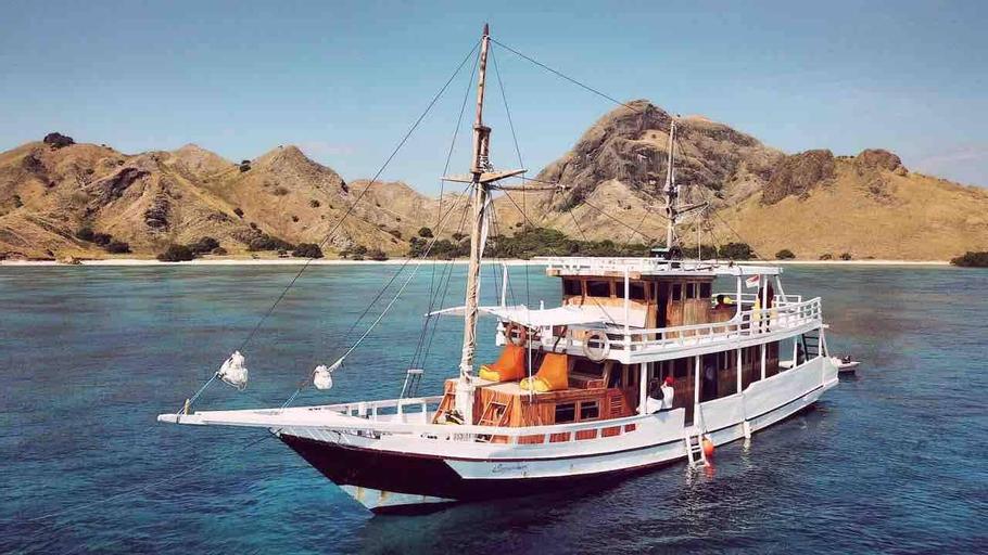 Carpediem Private Charter Boat to Komodo Island, West Manggarai
