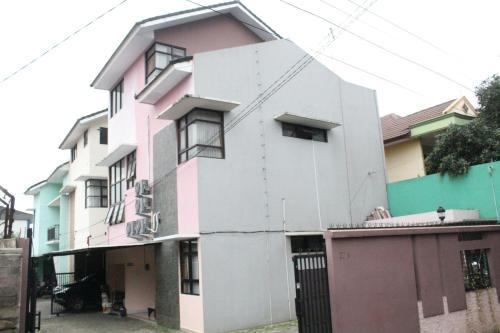 OYO Life 3162 Raihan Residence, Depok