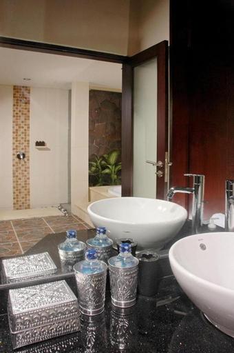 2 BR Private Pool + Brkfast @(61)Seminyak, Badung