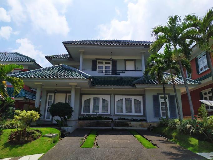 Villa Puncak Resort gelis 9 by Aaryaduta, Bogor