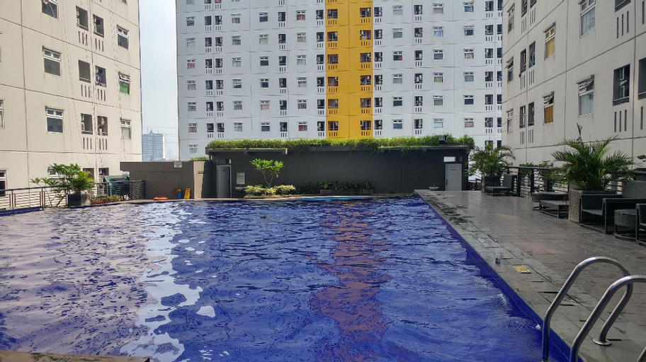 Tranquil Green Pramuka 2BR Apartment By Travelio, Central Jakarta
