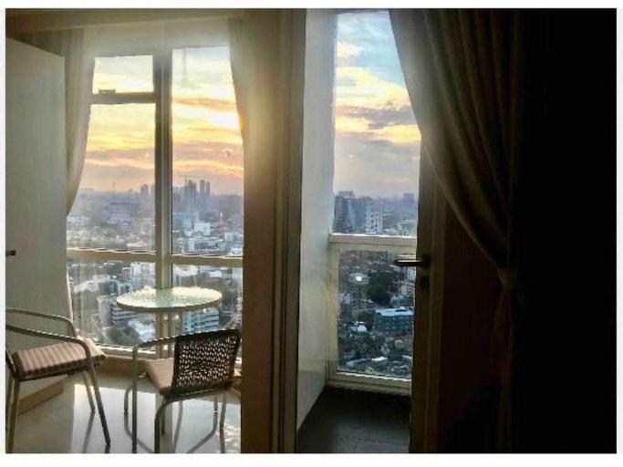A cozy room on highest floor in heart of jakarta, Central Jakarta