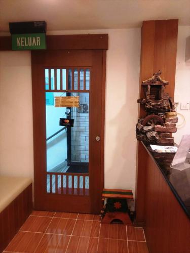Easybox Budget Hotel, Gadong