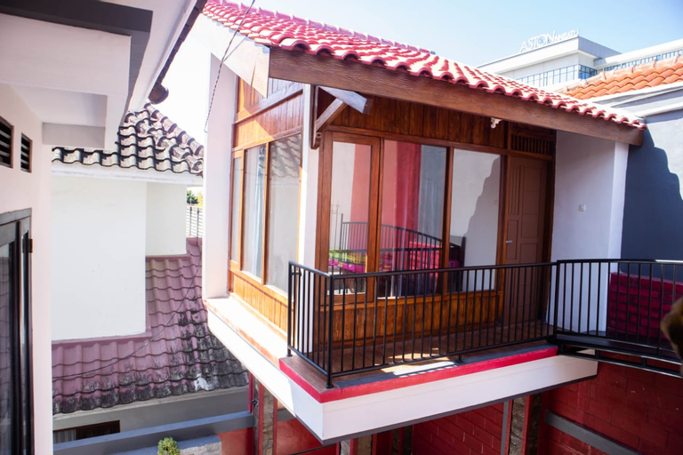 Villa Edelweis 6 with Private Pool by RTL, Malang
