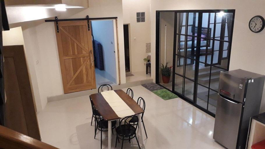 Omah Wilis: homestay with private pool in Batu, Malang