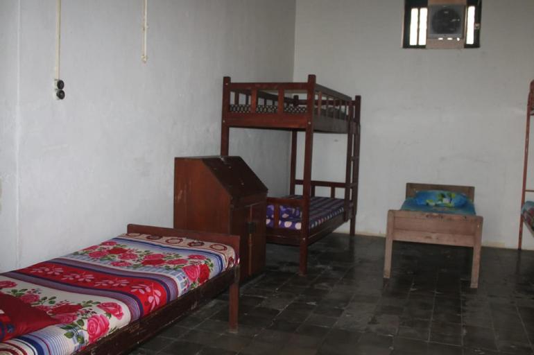 Cheap & Simple Bed 23mins from Airport, Semarang