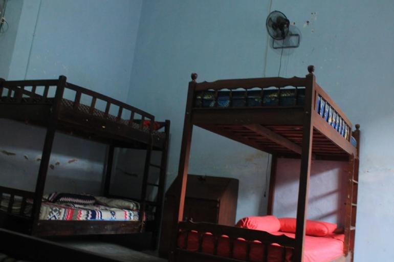 Cheap Bed 6 min drive to Masjid Agung Jawa Tengah, Semarang