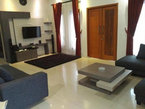 VILLA GTS PRIVATE POLL PUNCAK, Bogor