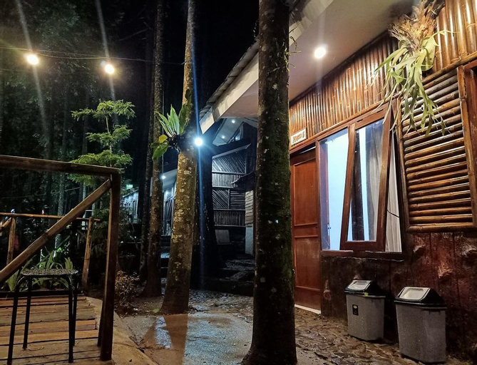 Pinus Double Room at Wonderful Citamiang by Anrha, Bogor