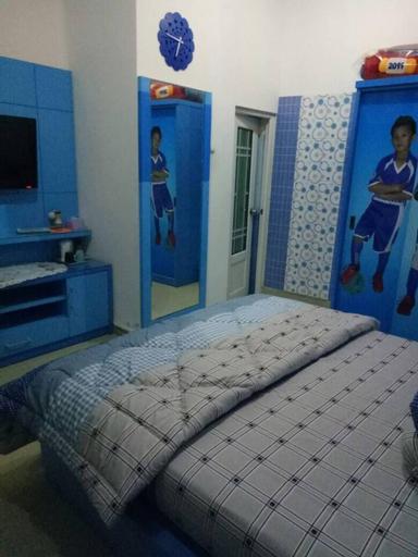 "Blueish room w"" mountain site view, Semarang"