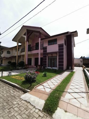 Villa Gitar Mas C12A, Karo