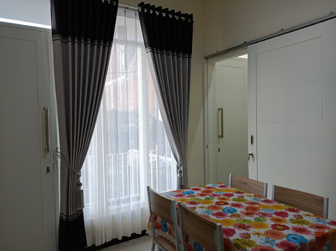 Full House 3 Bedroom at VILA FARABELA BATU, Malang