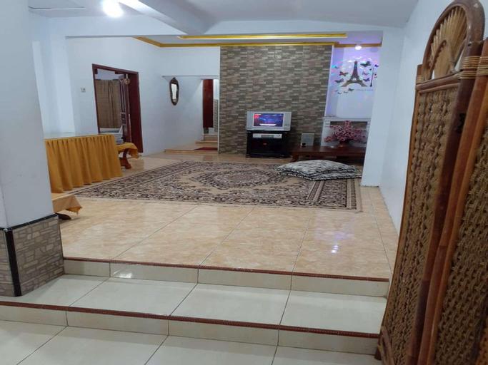 Three bedroom in a cozy home @ Pondok Ciremai , Majalengka