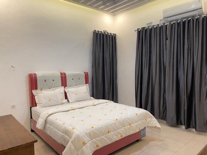 OYO 90643 Suri Guest House Syariah, Padang