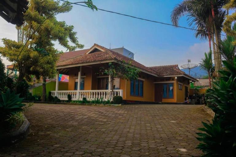 VILLA KI DEMANG CISARUA PUNCAK, Bogor