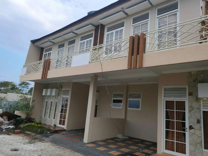 Villa Kusuma Pesanggrahan Bromo A5 by Amazing Batu Villas, Malang