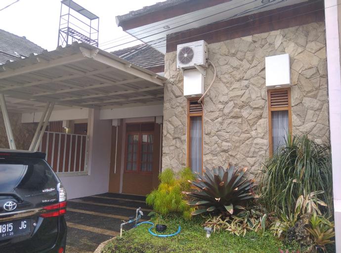 Villa Kusuma Pesanggrahan Panderman 43 by Amazing Batu Villas, Malang