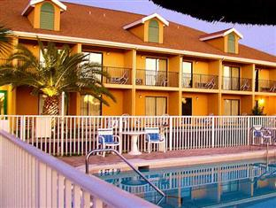 Ocean Sands Beach Inn Ultra Sparkling Saltwater Mineral Pool open until 4 AM Bedside Candy in all ro, Saint Johns