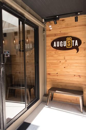 Augusta Hostel, Wattana