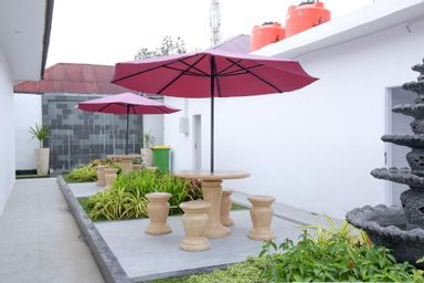 RedDoorz Plus near UNIMED Medan, medan