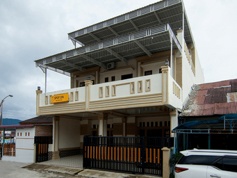 SPOT ON 2220 PINK'S GUEST HOUSE, tapanuli utara