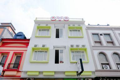 OYO 809 Noura Guest House Syariah, malang