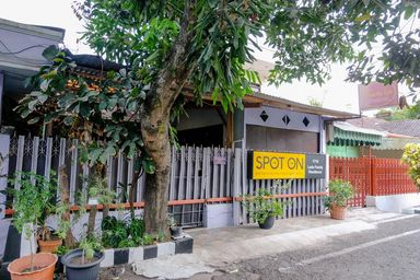 SPOT ON 1716 Lada Family Residence, malang
