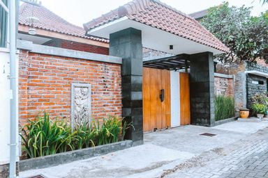 Thon's House Near Malang City Station, malang