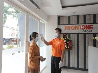 Front One Budget Malang By Azana, malang